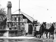 Der Bümplizer Dorfbrunnen war ein Willkommensgeschenk der Stadt Bern (Aufnahme aus dem Jahre 1966). (Bild: zvg/Stadt Bern)