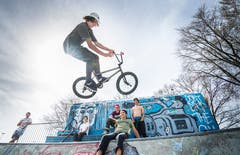 BMX-Fahrer Zeno Lehmann im Skatepark Frauenfeld. (Bild: Andrea Stalder)