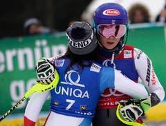Nur 0.38 Sekunden betrug der Rückstand der Schwyzerin auf die Amerikanerin. (Bild: AP Photo/Giovanni Auletta)