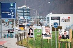 Plakatwald für die Regierungsratswahlen: Wer soll vor lauter Verkehrszeichen die Kandidatenköpfe noch sehen und sich merken können? (Bild: Corinne Glanzmann (27. September 2018))