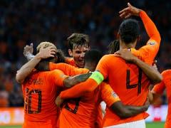 Niederländischer Jubel über das Erreichen der Nations-League-Endrunde beim Spiel gegen Ex-Weltmeister Deutschland. In den Halbfinals treffen die Niederländer auf England (Bild: KEYSTONE/AP/PETER DEJONG)