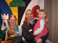 Rebekka und Stefan Zweifel mit den Kindern Aruna (2,5) und Lavanya (7 Wochen). (Bild Kurt Liembd (Oberdorf, 30. November 2018))