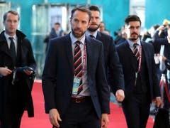 Gareth Southgate (Bildmitte), der Nationaltrainer des WM-Vierten England, will in der Nations League den Aufwärtstrend des englischen Nationalteams fortsetzen. England duelliert sich im Halbfinal mit den Niederlanden (Bild: KEYSTONE/AP/PETER MORRISON)