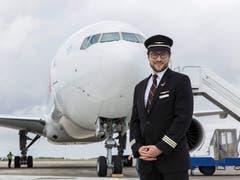 Der Obwaldner Sales Wick ist Pilot bei der Swiss und leidenschaftlicher Fotograf. Hier vor einer Boeing 777.