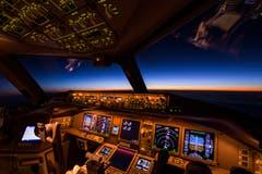 Kurz vor Sonnenaufgang über dem kaspischen Meer auf dem Weg nach Hong Kong.