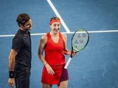 Roger Federer und Belinda Bencic hatten einmal mehr viel Spass zusammen auf dem Court am Hopman Cup (Bild: KEYSTONE/EPA AAP/TONY MCDONOUGH)
