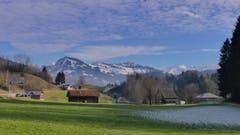 Gieselbach Ebnat-Kappel: Herrliches Wetter im Toggenburg. (von rechts: Neuenalpspitz - Gmeinwis - Stockberg und dahinter - Lütispitz) (Bild: Martin Giger)