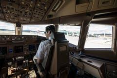 Im Cockpit einer Boeing 777.