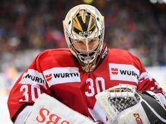 Dem kanadischen Goalie Zach Fucale steht die Enttäuschung ins Gesicht geschrieben. Fucale wurde vor 4 Jahren als erster Goalie in der NHL von Montreal gedraftet, die Canadiens gaben ihn aber auf und mittlerweile spielt er in der East Coast Hockey League (Bild: KEYSTONE/SPENGLER CUP/GIAN EHRENZELLER)