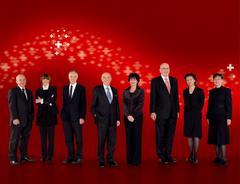 2009, Bild 1 (von links): Ueli Maurer, Micheline Calmy-Rey, Moritz Leuenberger, Bundespräsident Hans-Rudolf Merz, Doris Leuthard, Pascal Couchepin, Eveline Widmer-Schlumpf, Bundeskanzlerin Corina Casanova.