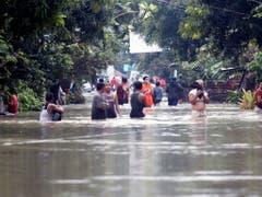 Im Osten der Philippinen sind durch Erdrutsche und Überschwemmungen infolge starker Regenfälle über 60 Personen ums Leben gekommen. (Bild: KEYSTONE/EPA/ROMEDOR GLORIANE)