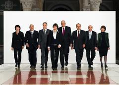 2007 (von links): Doris Leuthard, Christoph Blocher, Moritz Leuenberger, Bundespräsidentin Micheline Calmy-Rey, Pascal Couchepin, Samuel Schmid, Hans-Rudolf Merz, Bundeskanzlerin Annemarie Huber-Hotz.
