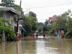 In zahlreichen Gegenden fiel auf den Philippinen aufgrund von Erdrutschen und Überschwemmungen der Strom aus. (Bild: KEYSTONE/EPA/ROMEDOR GLORIANE)