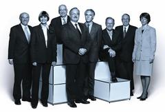2005 (von links): Hans-Rudolf Merz, Micheline Calmy-Rey, Pascal Couchepin, Bundespräsident Samuel Schmid, Moritz Leuenberger, Joseph Deiss, Christoph Blocher, Bundeskanzlerin Annemarie Huber-Hotz.