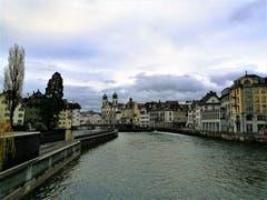 Die Reuss in der Stadt Luzern führt wieder deutlich mehr Wasser mit sich. (Bild: Urs Gutfleisch (Luzern, 4. Dezember 2018))