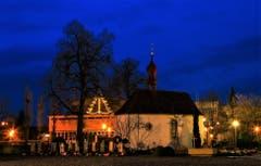 Adventsstimmung auf dem Friedhof bei der Ettiswiler Kirche. (André Egli (Ettiswil, 4. Dezember 2018))