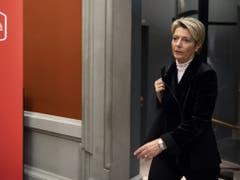 FDP-Bundesratskandidatin Karin Keller-Sutter ist auf dem Weg zum Hearing bei der SP-Fraktion. (Bild: Keystone/ANTHONY ANEX)