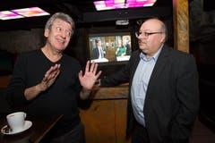 In der Bar «Happy Day» in Wolfenschiessen: Wirt Sepp Durrer (links) und Markus Christen (FDP-Präsident). (Bild: Eveline Beerkircher)