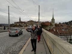 Mittlerweile sind auch die Nidwaldner Fans in Bern angekommen - sie geben sich siegessicher. (Bild Niels Jost)