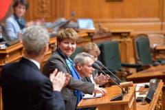 Viola Amherd freut sich über ihre Wahl zum 118. Mitglied des Bundesrates und erklaert Annahme der Wahl. (Bild: Keystone)