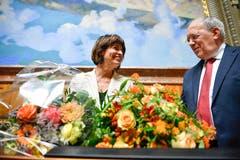Die abtretenden Bundesräte Doris Leuthard und Johann Schneider-Ammann bei ihrer Verabschiedung Nationalratssaal. (Bild: KEYSTONE/Anthony Anex)