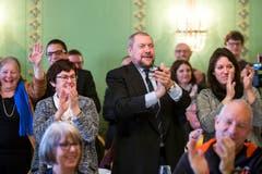 Anhänger der FDP jubeln über die Wahl von Karin Keller-Sutter, FDP-SG, in den Bundesrat. (Bild: Keystone)