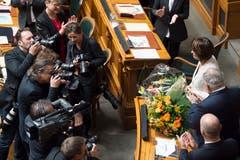 Bundesrätin Doris Leuthard wird von der Vereinigten Bundesversammlung während der Bundesratswahlen verabschiedet. (Bild: Keystone)