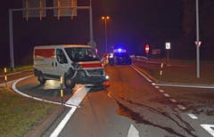 Sursee - 5. DezemberBei einem Unfall auf der Surentalstrasse prallen ein Lieferwagen und ein Auto zusammen. Eine Mitfahrerin und zwei Kleinkinder werden leicht verletzt und müssen mit der Ambulanz ins Spital eingeliefert werden.
