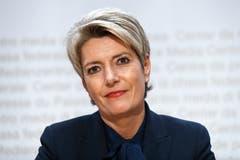 Karin Keller-Sutter, FDP Die frischgewählte Bundesrätin lehnt das Rahmenabkommen ab. Die Schweiz müsse den Lohnschutz selber festlegen. Die Freisinnige kritisiert damit ihren Parteikollegen Cassis, der zu Konzessionen bereit ist. Keller-Sutter hat sich auf die Seite der Gewerkschaften geschlagen und gilt als grosse Hoffnung der SP. Übernimmt sie das Wirtschaftsdepartement, könnte sie mit dem neuen Gewerkschaftsboss Pierre-Yves Maillard zur Dealmakerin werden.