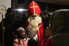 Auch in Obwalden war der Chlaus bereits unterwegs. Der Samichlauseinzug in Alpnach fand am 2. Dezember statt. (Bild: Roger Zbinden)