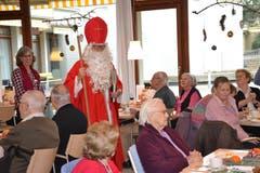 Der Samichlaus besucht in Sursee das Alterszentrum St. Martin. (Bild: Roger Rüegger, 5. Dezember 2018))