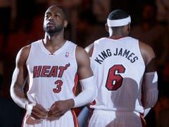 Feindbild für viele Fans: King James als Teil des Starensembles der Miami Heat mit Dwyane Wade (Bild: KEYSTONE/AP/WILFREDO LEE)