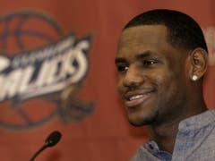 LeBron James mit 18 Jahren: Er wurde von Cleveland als Nummer 1 gedraftet (Bild: KEYSTONE/AP/TONY DEJAK)