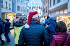 Selbst die erwachsenen Besucher leben die Vorfreude auf Weihnachten voll aus. (Bild: Philipp Schmidli (8. Dezember 2018))