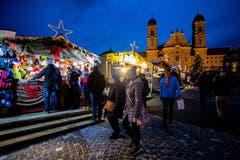 Über 140 Stände umfasst der Weihnachtsmarkt in Einsiedeln. (Bild: Philipp Schmidli (8. Dezember 2018))