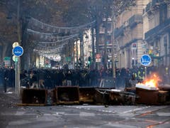 Auch in Marseille (im Bild) demonstrierten am Samstag Gelbwesten, dabei kam es zu Ausschreitungen. (Bild: KEYSTONE/AP/CLAUDE PARIS)