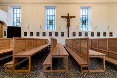 Die neuen Kirchbänke sind falt- und stapelbar und somit mobil. (Bild: Philipp Schmidli, 7. Dezember 2018)