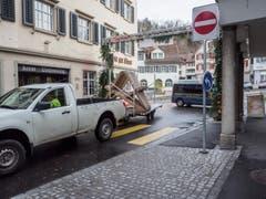 Die Altstadt blieb bis am Mittag wegen Aufräumarbeiten gesperrt. (Bild: Sascha Erni)