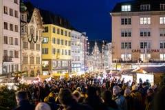 Der Weihnachtsmarkt lockt jeden Tag hunderte von Besuchern an. (Bild: Philipp Schmidli (8. Dezember 2018))