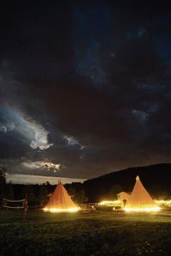 Schlafen im originalen Indianerzelt kann man auf der Gästefarm Linden Tree Retreat & Ranch in Velika Plana. (Bild: Bilder: Croaticum)