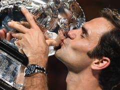 Rekordsieger Roger Federer empfiehlt sich mit dem Gewinn seines 20. Grand-Slam-Titels am Australian Open und der temporären Rückkehr an die Weltranglisten-Spitze für eine achte Auszeichnung (Bild: KEYSTONE/EPA AAP/LUKAS COCH)