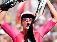 Daniela Ryf triumphierte zum vierten Mal in Folge an der Ironman-WM auf Hawaii und blieb 2018 ungeschlagen (Bild: KEYSTONE/FRE 132414 AP/MARCO GARCIA)