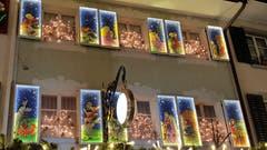 Farbige Fenster am Weihnachtsmarkt in Willisau. (Bild: Willy Birrer, 7. Dezember 2018)