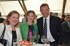 Prominentes Polittrio; von links: Landesstatthalter Heidi Z'graggen, die höchste Schweizerin, Maya Graf, und Landammann Josef Dittli. (Bild: Bruno Arnold / Neue UZ)