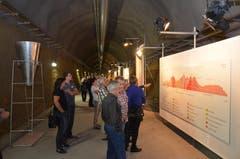 17 Jahre Bauzeit: Die Dokumentation über den Gotthard faszinierte die Besucher, die hier im Seitenstollen unter Sedrun herumspazierten.