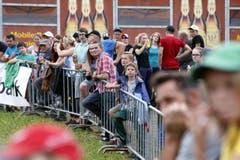 Spektakel pur am Rennen mit vielen Zuschauern. (Bild: Werner Schelbert (Neue ZZ))
