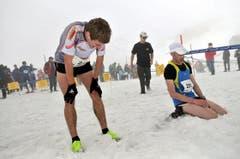 Völlig ausgepumpte Bergläufer. (Bild: Urs Hanhart / Neue UZ)