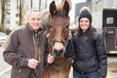 Anita und Matthijs Ouwerkerk mit Pferd. (Bild: Oscar Alessio/SRF)