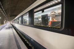 Danach testet Alptransit Gotthard AG das Zusammenspiel von Fahrbahn, Fahrzeugen und Fahrleitung. (Bild: Alptransit Gotthard AG)