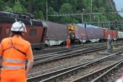 Drei Güterwagen des BLS-Zuges sprangen ebenfalls aus den Schienen. Verletzt wurde niemand. (Bild: Urs Hanhart (Neue UZ))